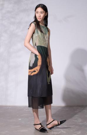 皑如×杨仑服装跨界时尚展:艺术与丝袜相结合情趣内衣色艺术图片
