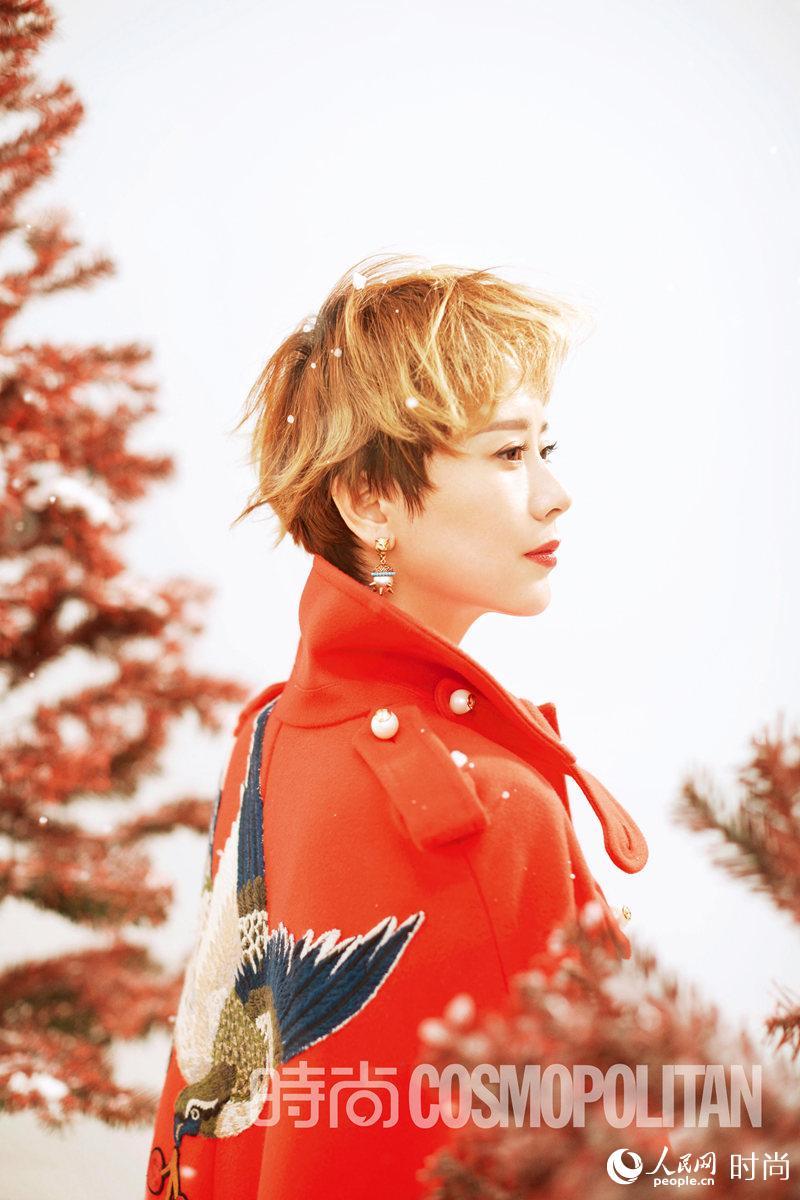 海清登《时尚cosmo》12月圣诞别册封面 金色短发耀眼