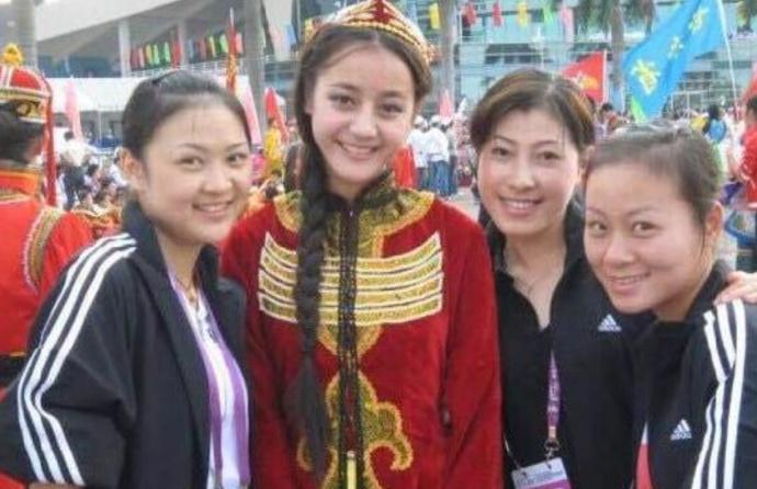 迪丽热巴14岁演出旧照曝光 高圆圆范冰冰 盘点当红女星刚出道旧照