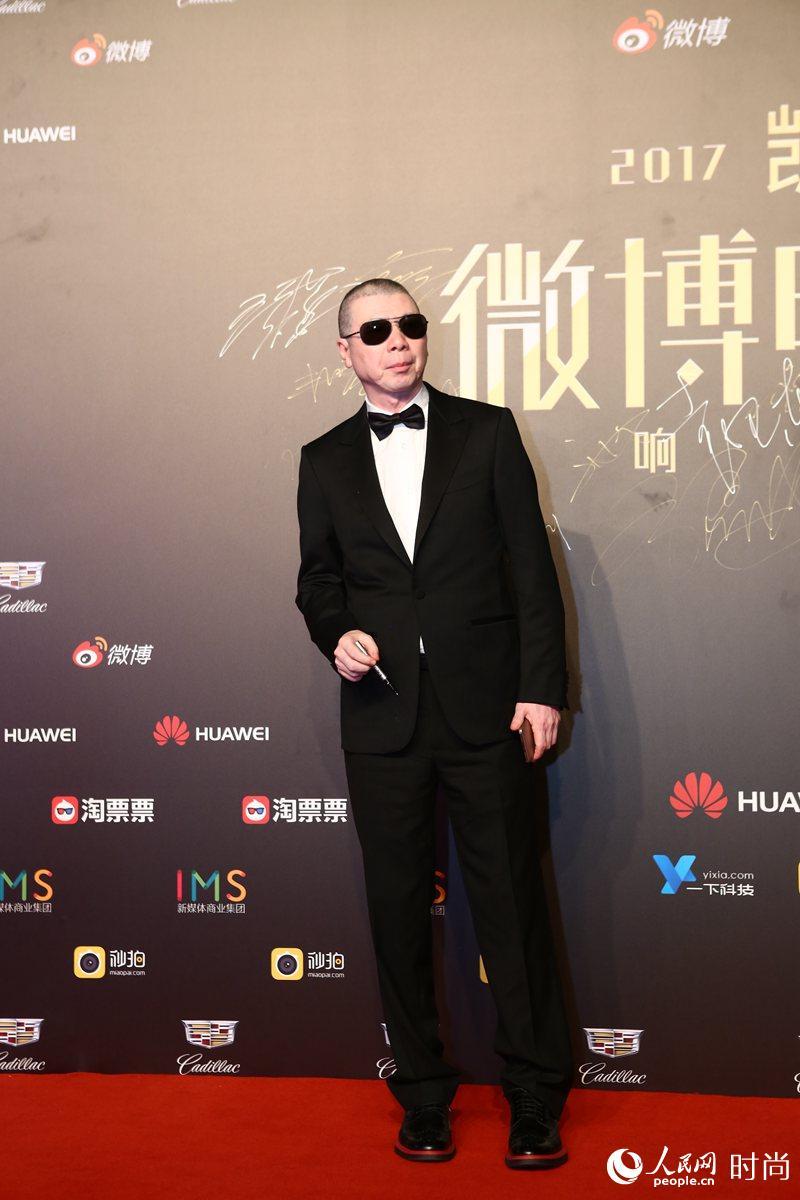 冯小刚夏雨井柏然朱亚文高以翔身着杰尼亚亮相上影节 演绎当代精英男性魅力
