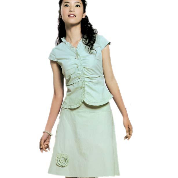 今年夏天流行妩媚套裙图片
